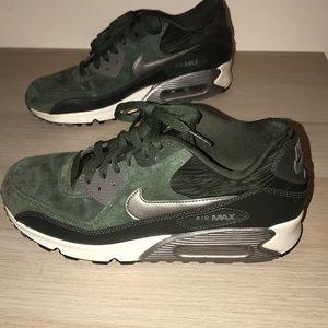 Nike Women's Air Max 90 Carbon Green Size 10